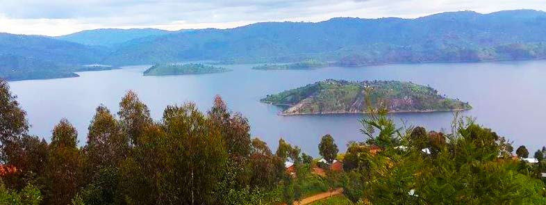 uganda small group tours, uganda group tours, lake bunyonyi tours, lake bunyonyi canoeing